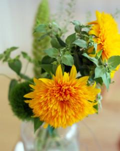 花瓶に飾られたひまわりの花