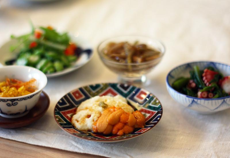 豆皿に盛りつけられた和のおつまみ
