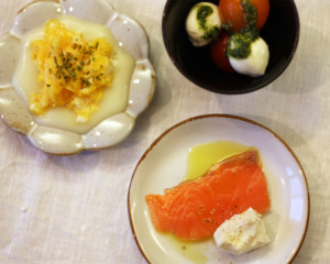 豆皿に盛りつけられた洋風おつまみ3種