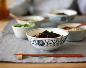上海名物、葱油拌麺をメインにした食卓