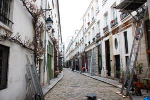 寒い冬のパリのある通り