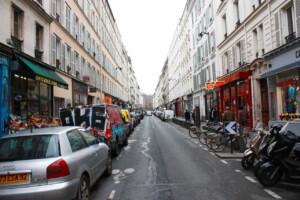寒い冬のパリの街並み