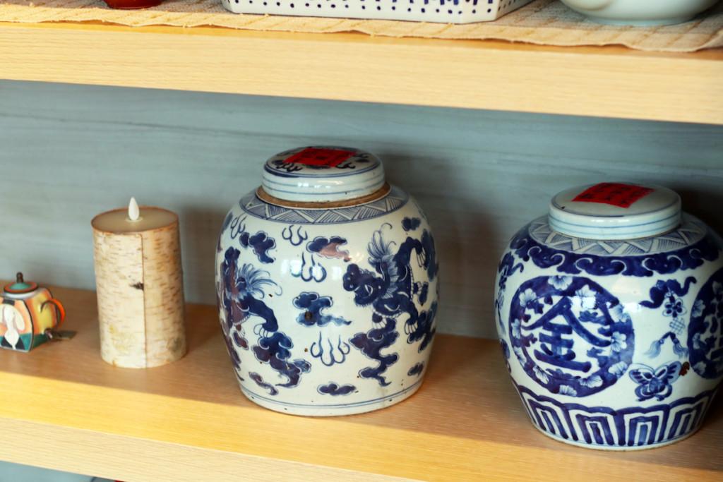 台湾茶の茶葉が入ったレトロな茶壷