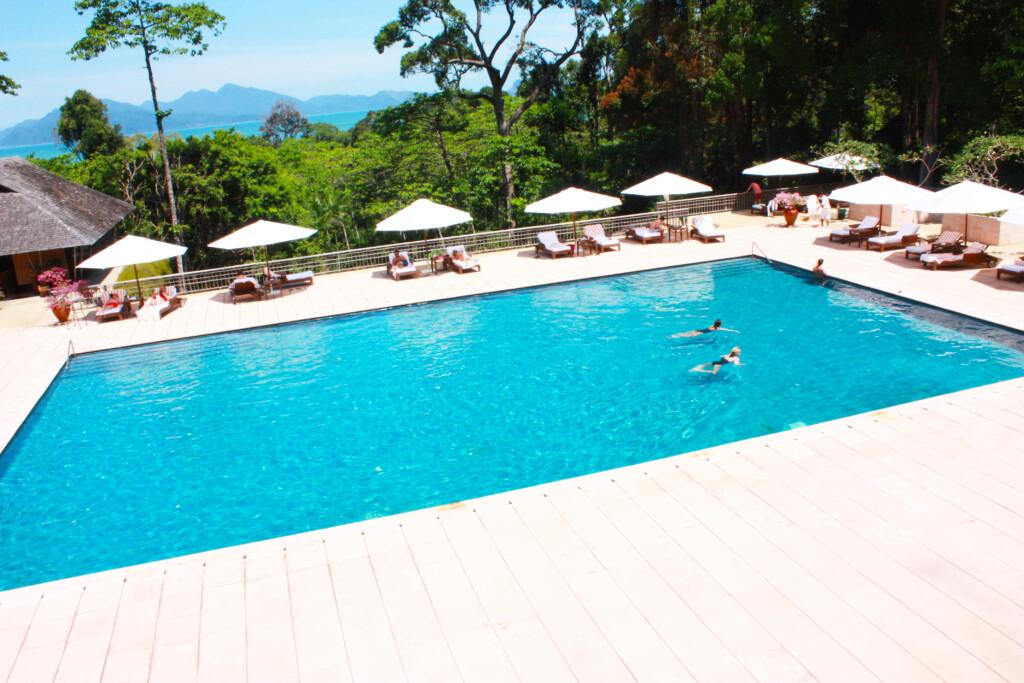 ランカウイのリゾートホテル、ザ・ダタイのプール全景