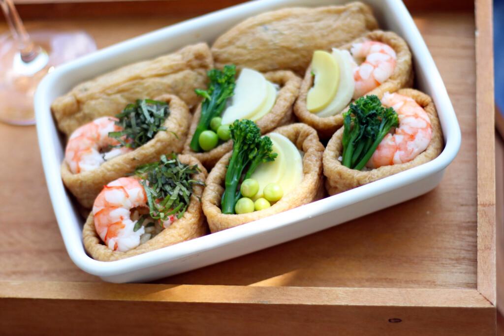 季節の食材をのせた手づくりいなり寿司