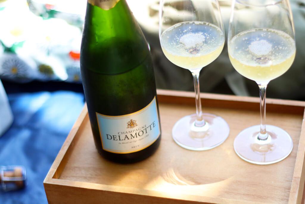 シャンパーニュDelamotte(ドゥラモット)とワイングラス