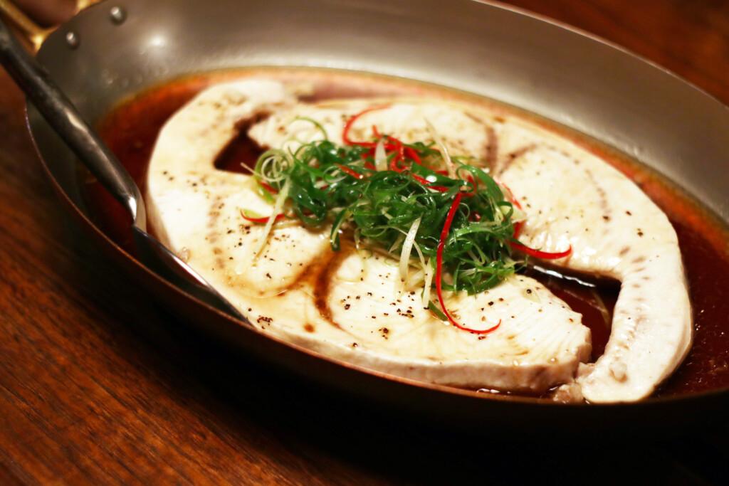 台湾の白カツオを蒸した一品料理