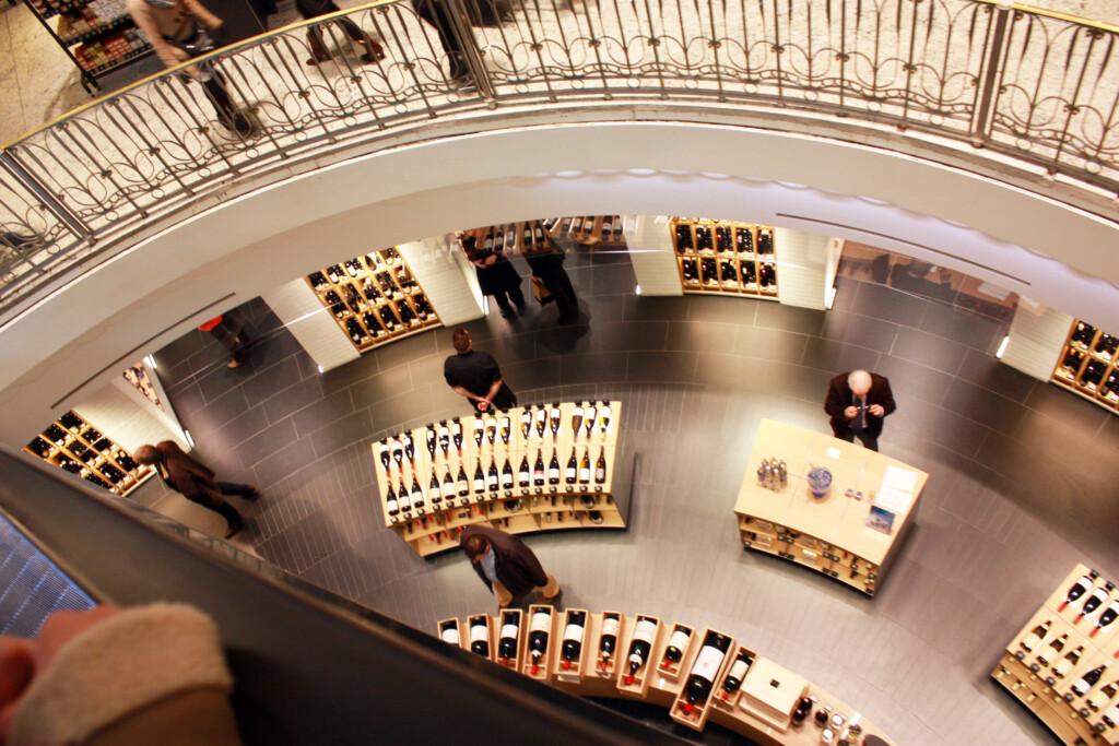パリのデパート ボン マルシェのワイン売り場
