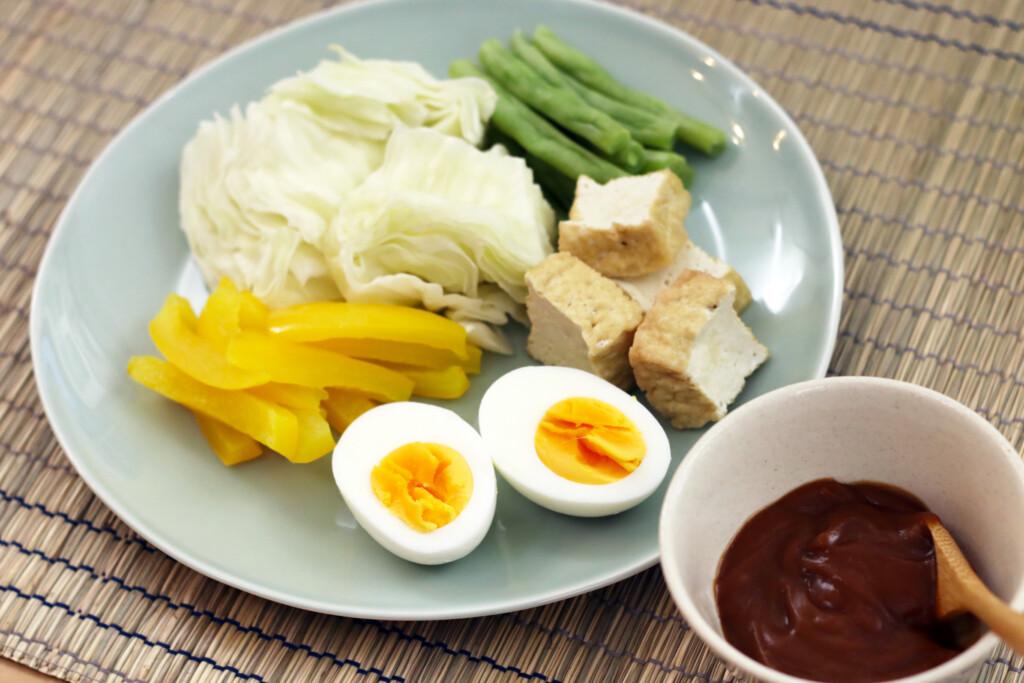 インドネシア料理のガドガドサラダ