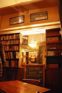 パリのあるカフェビストロの店内