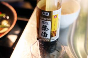 台湾の黒豆を使った醤油のボトル
