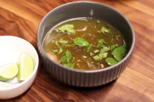 ベトナム風の冷たい牛肉スープ